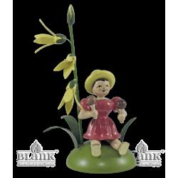 Blumenkind mit Forsythie und Rumbakugel, sitzend