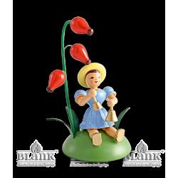 BKS 019 Blumenkind mit Hagebutte und Glocken, sitzend von Blank Kunsthandwerk, Gruenhainichen