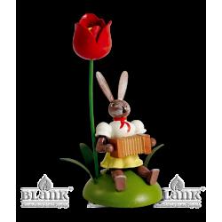 OHS 016 Osterhase, sitz. mit Tulpe und Harmonika von Blank Kunsthandwerk, Gruenhainichen